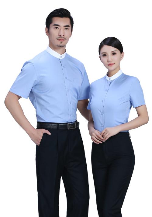 蓝色男衬衫